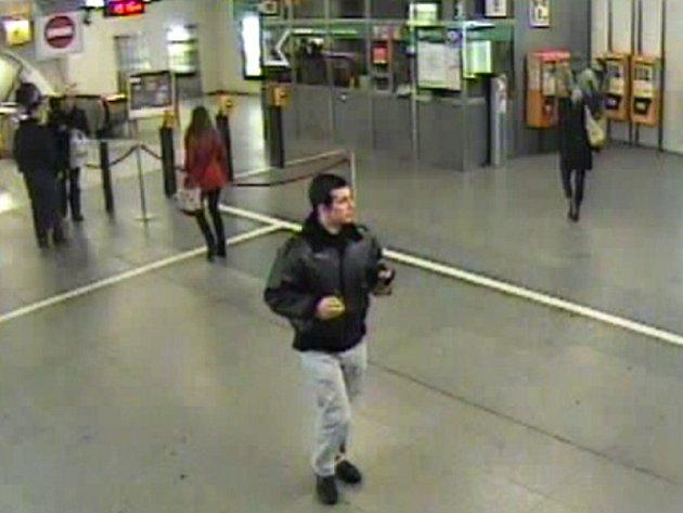 Muž podezřelý z krádeže směnky v jedné z restaurací na pražských Vinohradech.