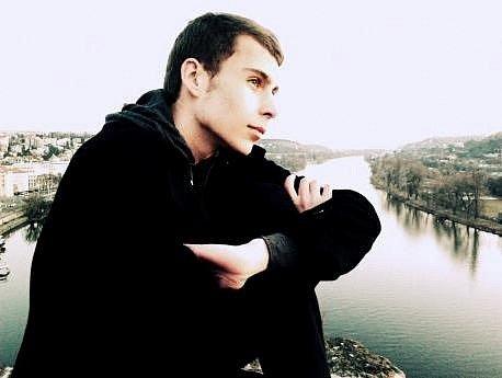 Mladý umělec Martin Johanna napsal hru Lex Amor Nobis k dvacátým narozeninám České republiky