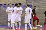 Obhájce titulu v 1. FUTSAL lize na úvod vyhrál. Po odloženém utkání prvníkola porazila Chrudim na domácí palubovce Jeseník 5:1.