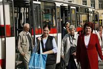 MÉNÉ SPOJŮ, ALE ČASTĚJI. Pražská integravaná doprava slibuje zjednodušení. Uvidíme po 14. červnu