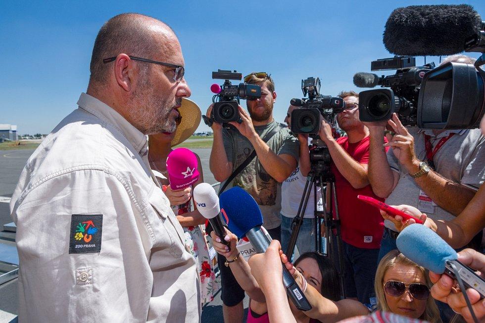 Miroslav Bobek, ředitel Zoo Praha, odpovídal před odletem na otázky médií.