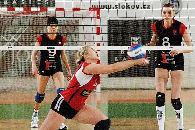 Volejbalistky Slavie porazily v derby Střešovice 3:0.