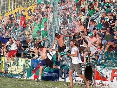 RUP. Radost fanoušků Bohemky z druhého gólu v domácí síti byla převeliká, ochozy v tu chvíli vzaly za své.
