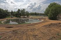 Systém nádrží biotopového koupaliště Lhotka.