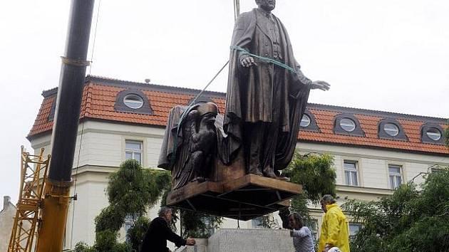 V pražských Vrchlického sadech byla 8. září osazena bronzová socha Woodrowa Wilsona. Slavnostního odhalení sochy, nad nímž přijal záštitu prezident Václav Klaus, se 5. října zúčastní asi 200 zahraničních hostů, mezi nimi i bývalá ministryně zahraničních v