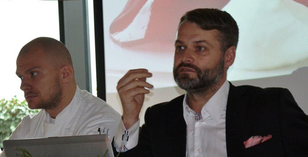 Ředitel zimního festivalu Chef Time Fest Karel Šimůnek (vpravo) a šéfkuchař z pořádající restaurace AvantGarde Jan Kvasnička.