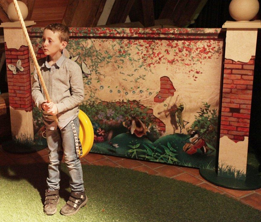 Zahrada 2 je projekt na pomezí výstavy, divadelního představení a animovaného filmu. Do 15. května 2016 oživuje v Malostranské besedě v Praze známou dětskou knihu Jiřího Trnky, a přináší tak dětem atraktivní možnost rozvíjet fantazii.