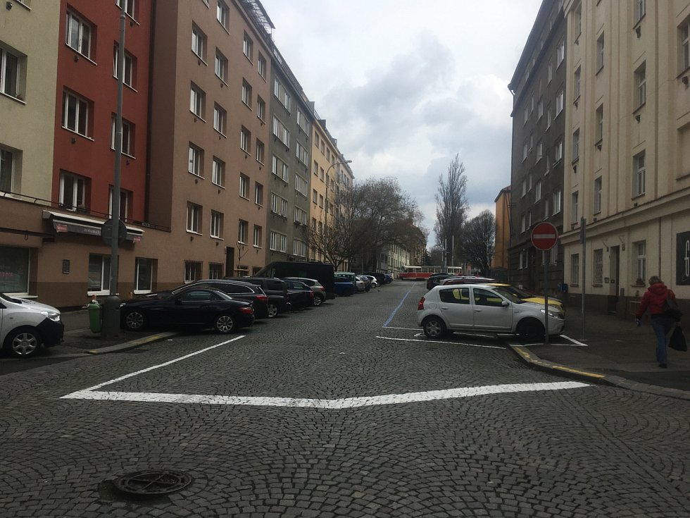 Praha 3 v rámci zklidnění a zvýšení bezpečnosti dopravy zavedla v okolí Biskupcovy ulice zónu 30.