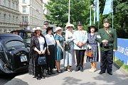 Na sraz veteránů do centra Prahy přijelo 150 motocyklů a vozidel včetně české formule.