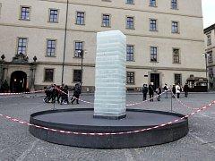 Experimentální ledové dílo studentů pražské AVU Artura Magrota,Martina Chladny a Jakuba Rajnocha na Malostranském náměstí.