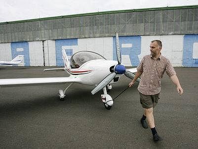 AREÁL STARÉ AEROVKY V LETŇANECH. Svaz letců opět zprovoznil zanedbané hangáry a jejich okolí.
