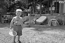 """ÚTOČIŠTĚ NAŠLI DOMA. Babička byla sama s vnukem na chatě, když viděla, jak se jejich pozemek vnikl cizí muž a ukradl jízdní kolo. """"To víte, že jsem se bála, hlavně o malého,"""""""