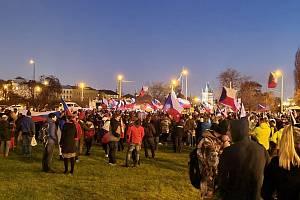 Lidé demonstrovali 6. prosince 2020 proti vládním protiepidemickým opatřením.