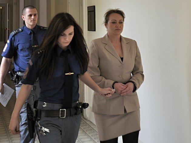 Za pokus o vraždu 37letá Michaela Pěnkavová dostala osmiletý trest.
