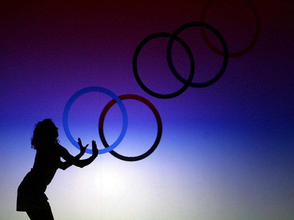 Nové oblečení olympijského týmu bylo slavnostně představeno ve čtvrtek 8. prosince 2011 v Národní galerii v Praze. Kolekci připravila společnost Alpine Pro.