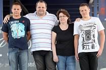 Rodina Kozubkova, zleva Matěj, Jan, Daniela a Tomáš.