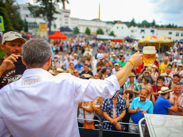 Pivní slavnosti Den Kozla ve Velkých Popovicích.