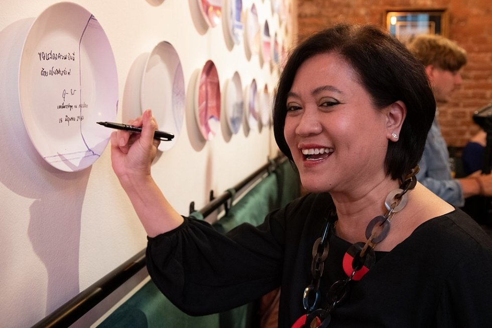 Slavnostní podpis thajské velvyslankyně.