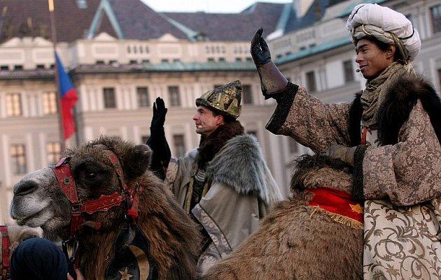 Průvod Tří králů prošel 5. prosince po pražských Hradčanech.