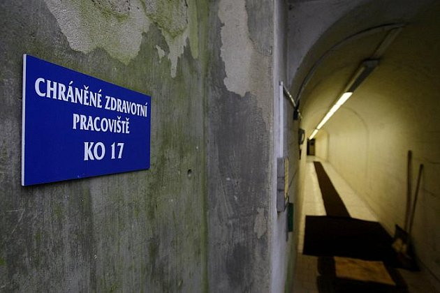 Podzemní nemocnici o rozloze 900 metrů čtverečních představila novinářům 25. ledna pražská Fakultní Thomayerova nemocnice.