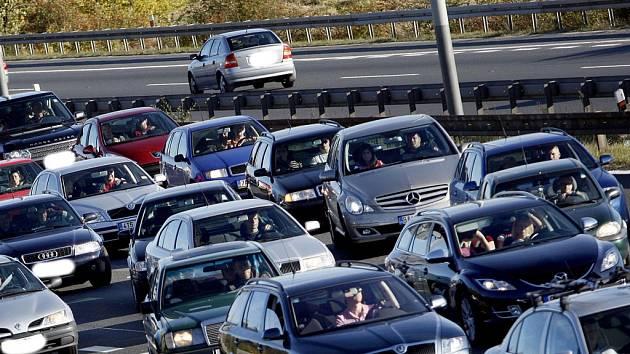 Kolony na dálnici. Ilustrační foto.