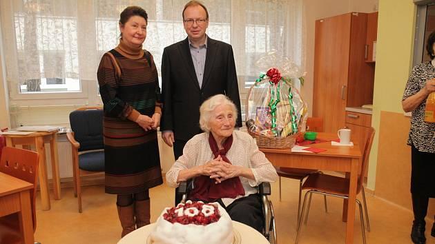 Květoslava Hranošová při oslavě 108. narozenin.