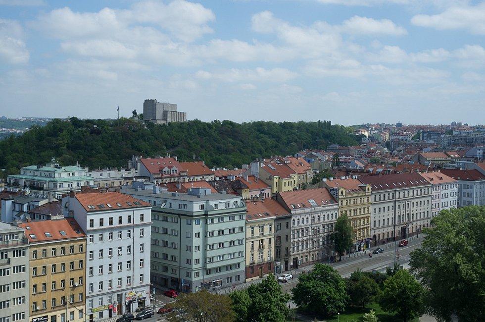 Dům Radost (dříve Dům odborových svazů) na pražském Žižkově otevírá vyhlídkovou terasu veřejnosti.