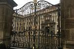 Areál Pražského hradu je kvůli nouzovému stavu v souvilosti s covid-19 uzavřen.