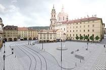 Malostranské náměstí přestalo být na začátku léta parkovištěm. Na jeho místě přibude kašna a nejspíš v místě zůstane i současný platan. Pomník maršála Radeckého by se na náměstí vrátit neměl.