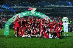 Fotbalové utkání finále MOL Cupu mezi celky SK Slavia Praha a FK Jablonec 9. května v Mladé Boleslavi. Slavia slaví vítězství.