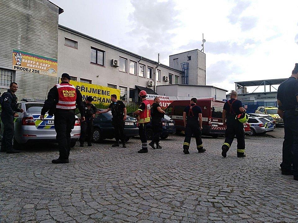 Srážka vlaků u Běchovic 10. 7. 2020. Evakuace cestujících.