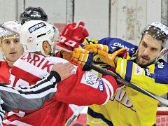 Tvrdý boj se spoustou šarvátek přinesl v pondělí 12. října 2015 zápas 1. hokejové ligy mezi pražskou Slavií a Přerovem. Hosté vedli, domácí ve druhé části dvěma slepenými góly skóre otočili a vyhráli 2:1.