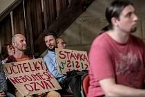 Protestní setkání školských odborů a zástupců vysokých škol a asociací ve vzdělávání proti současným platům učitelů a situaci v regionálním školství a na vysokých školách se konalo 1. září v Betlémské kapli v Praze.