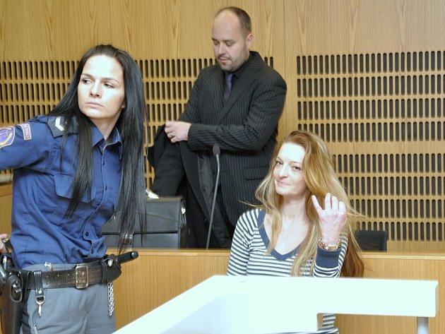 Z podvodů a okrádání seniorů v domově Petruška v Šestajovicích se zpovídali před Obvodním soudem pro Prahu 9 Petra Brožová a její bývalý milenec Jiří Končar.
