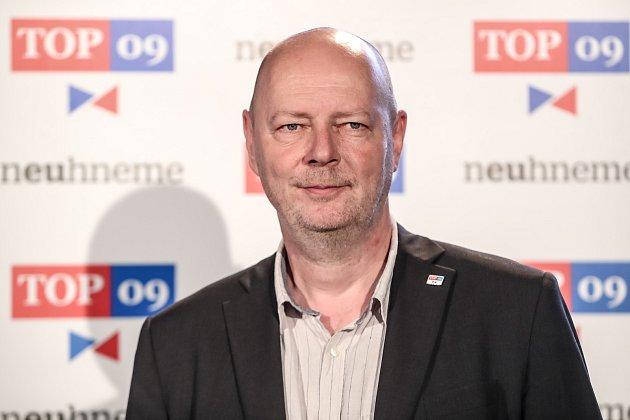 TOP 09 představila 30. května v Praze svoji volební kampaň do podzimních voleb. Na snímku Petr Zahradníček - Karlovarský kraj
