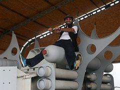 H03 DeepLab je projekt profesionálního potápěče Matyáše Šandy, který sní o tom, že by se jednou mohl dostat do vesmíru. Nápomocná by mu k tomu mohla být technologie rekuperace vody.