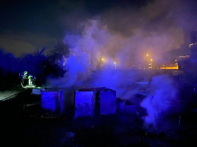 Silvestrovský požár palet v Řeporyjích.