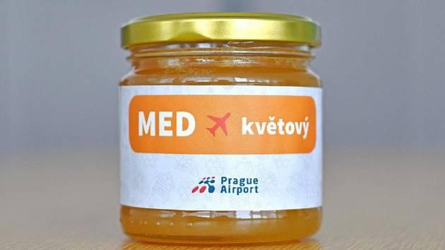 Zlatem ověnčený med z Letiště Praha.