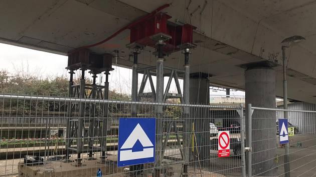 Zatěžovací zkouška mostu v Bubenské.