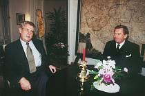 Václav Havel a Miloš Zeman na archivním snímku z 8.12.1999
