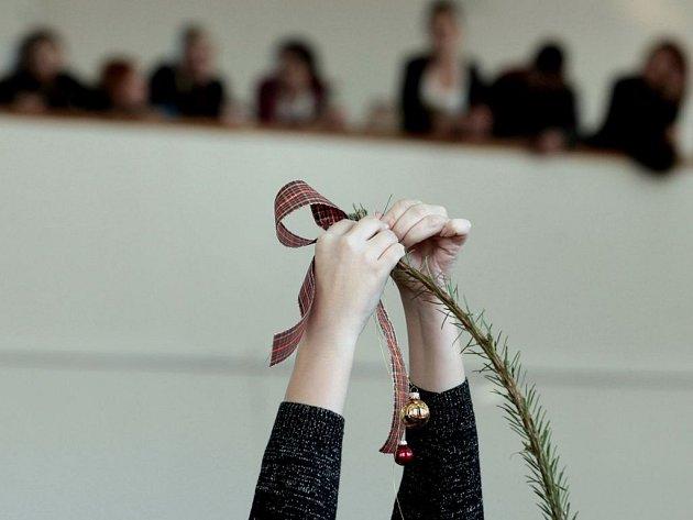 Mladí floristé změřili síly na Jarově v unikátní vánoční soutěži