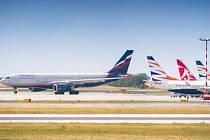 Kvůli velké části zrušených letů Aeroflot poslal do Prahy větší Airbus A330.