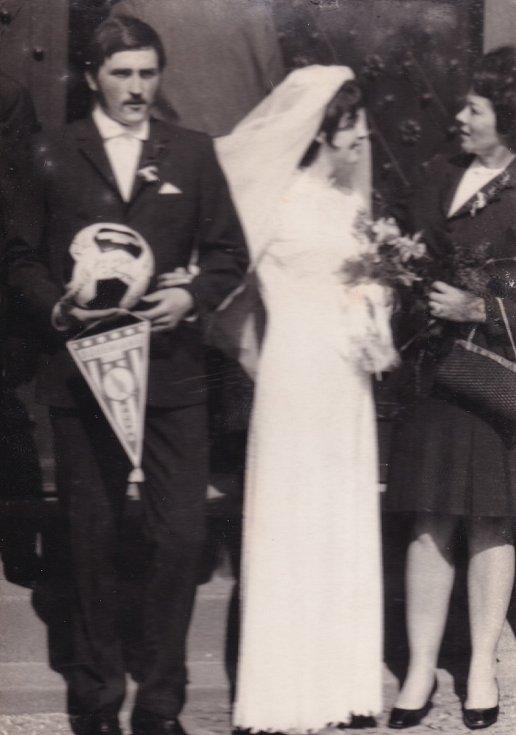 Svatební foto r. 1971.