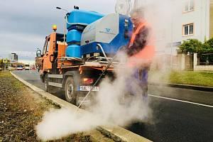 Pražský dopravní podnik (DPP) bude plevel likvidovat pouze ekologicky - místo chemických přípravků použije páru.