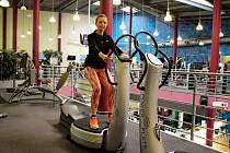 Středočeská finalistka Hana Cihlářová má ráda pohyb. V úterý si zašla s redaktorkou Deníku do Aquapalace v Čestlicích, kde si spolu zacvičily.