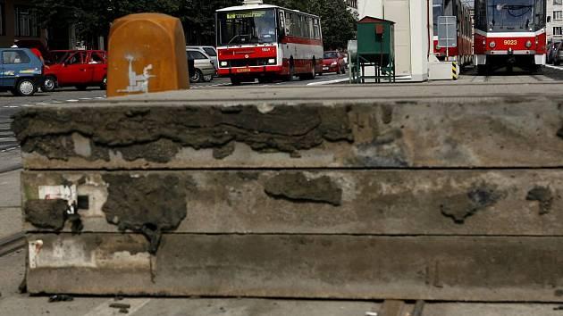 KONEČNĚ! Tramvaje pojedou až na Špejchar, dostat se ale na Hradčanskou zůstane problém.