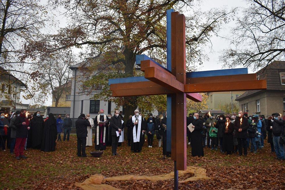 Na Bílé hoře byl odhalen Kříž smíření.