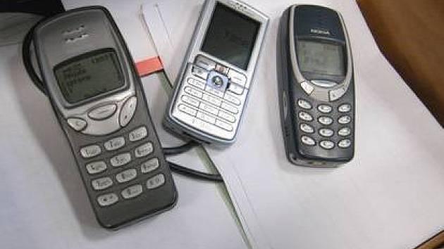 MOBILY JSOU OBLÍBENÁ KOŘIST. Zloději se soustředí především na předměty, které mohou snadno a rychle prodat. Mobilní telefony, šperky, cennosti.