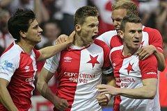 Utkání 22. kola první fotbalové ligy SK Slavia Praha - AC Sparta Praha, 2. dubna v Praze. Milan Škoda ze Slavie (uprostřed) se raduje z vyrovnávacího gólu.