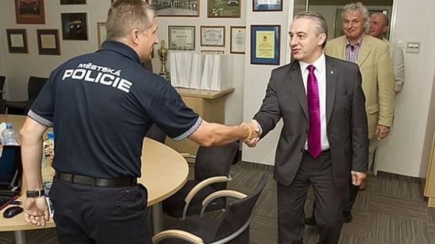 Pražskou městskou policii navštívil předseda Českomoravské konfederace odborových svazů Josef Středula.